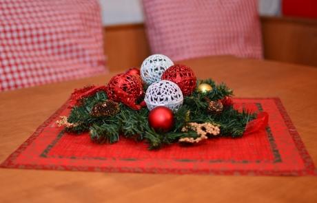 Weihnachtliche Deko im Bauernstüble